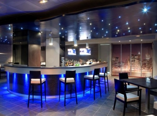 Arredamento bar arredi su misura for Arredamento moderno bar